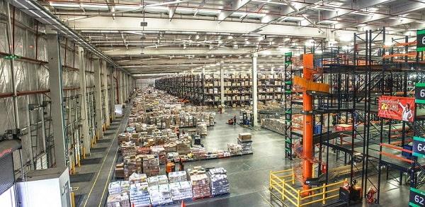 Logistiek vastgoed bedrijfshal